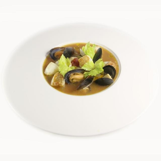 Zupa rybna z karmazynem i mulami